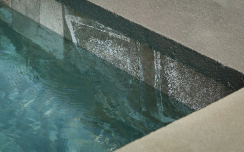 This Is An Up Close Photo Of The Edge Of A Soake Pool.